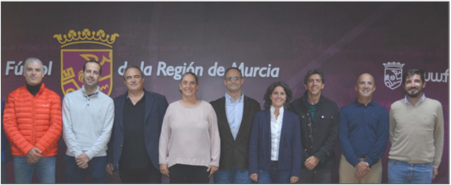 De izquierda a derecha, Carlos Lago, Miguel A. Gómez, Isidro Verdú, Pilar Sainz de Baranda, Enrique Ortega, Gema Torres, David Cárdenas, Javier Giménez y Antonio García-Angulo.