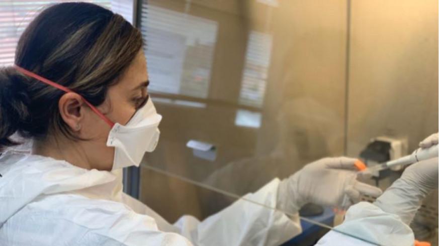 Ana Allende en el laboratorio